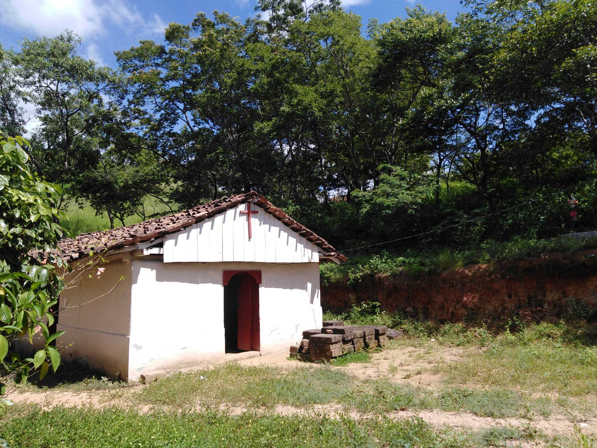 San Nicolás pertenece a la Diócesis de León, a pesar de estar en Estelí. Esta es un templo llamado hermita, en la comunidad Salmerón.