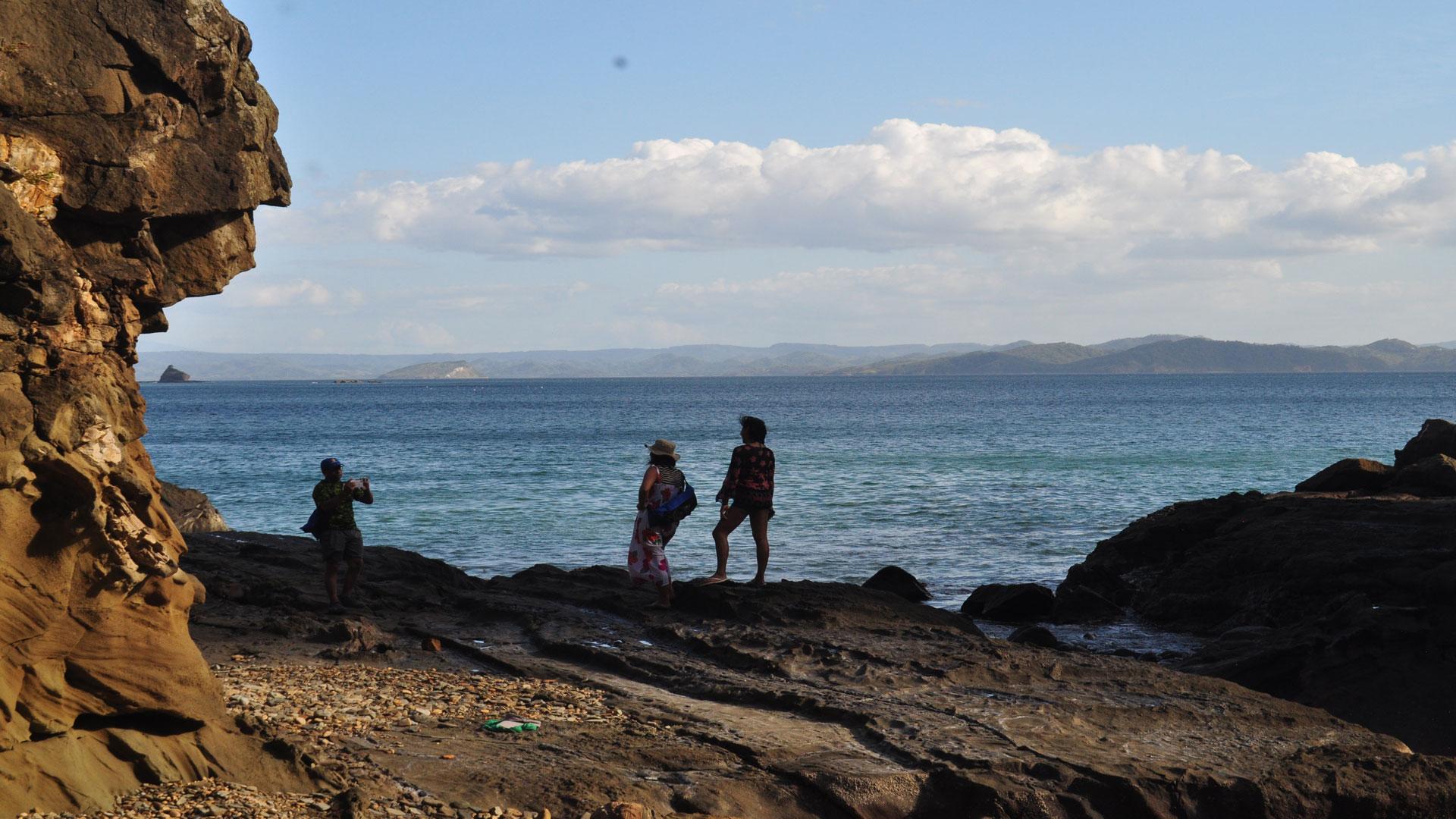 Los turistas pueden recorrer las formaciones geológicas en un recorrido más o menos difícil.