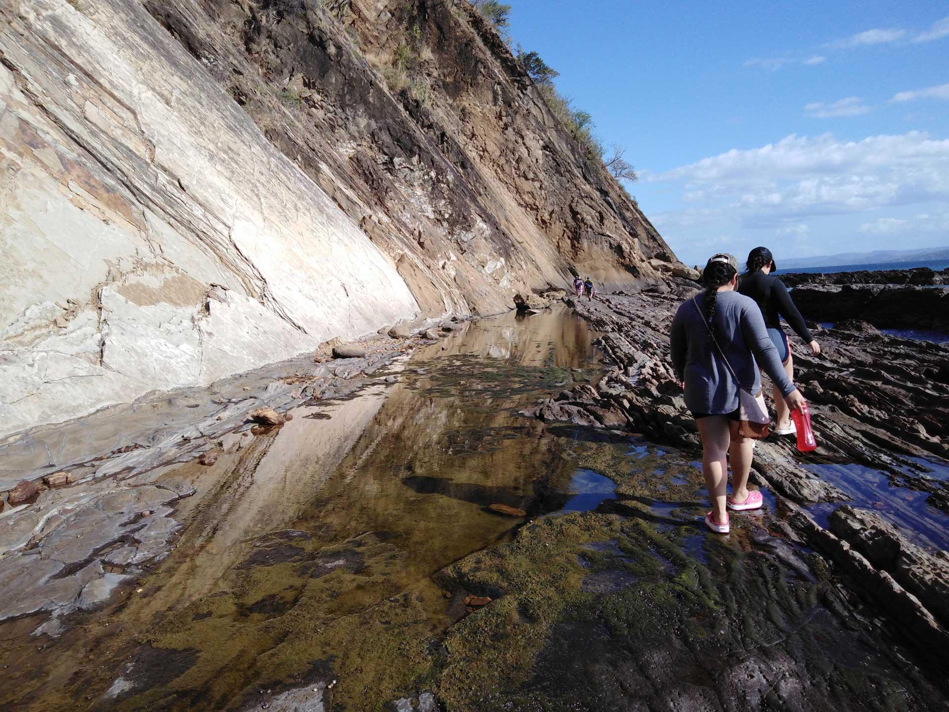 Columnas de rocas se elevan por encima de los 30 metros sobre el nivel del mar y forman un paisaje extremo.