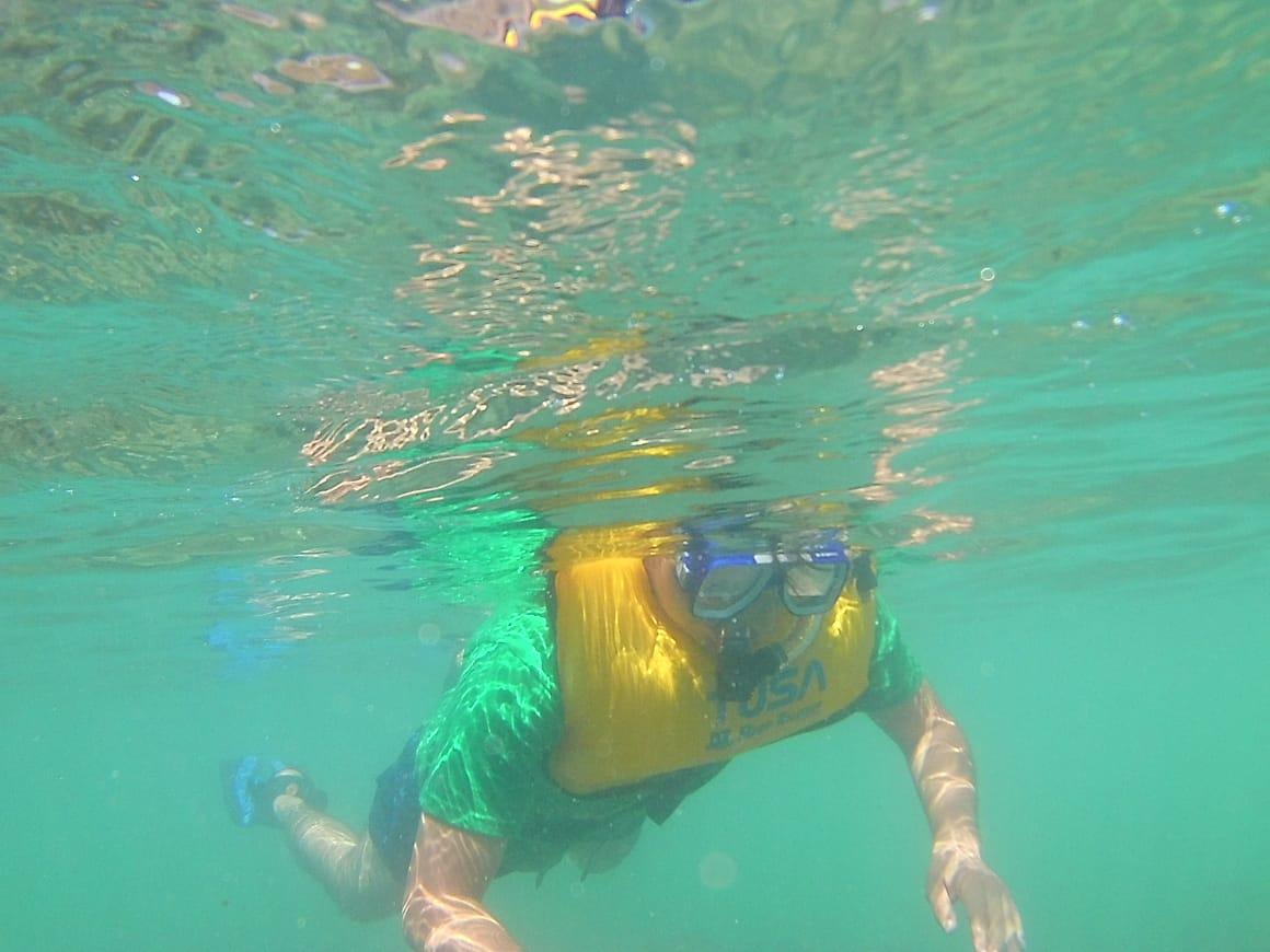 El esnórquel es una de las formas para poder ver arrecifes de corales.